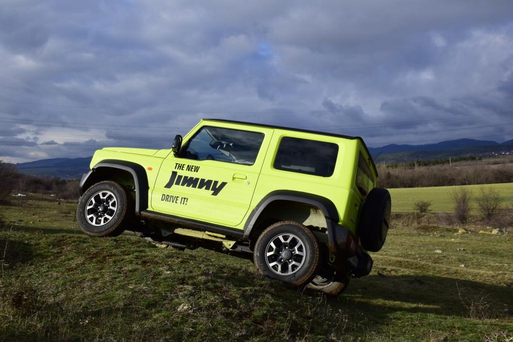 Suzuki Jimny - офроуд играчка