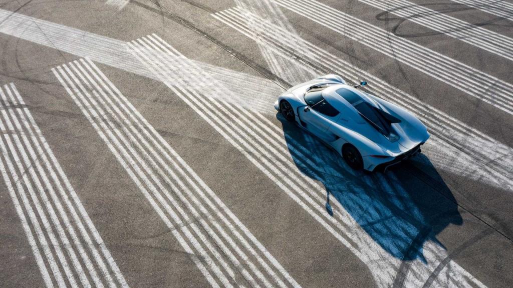 Фотосесия за милиони: Koenigsegg Gemera и Jesko Absolut на писта