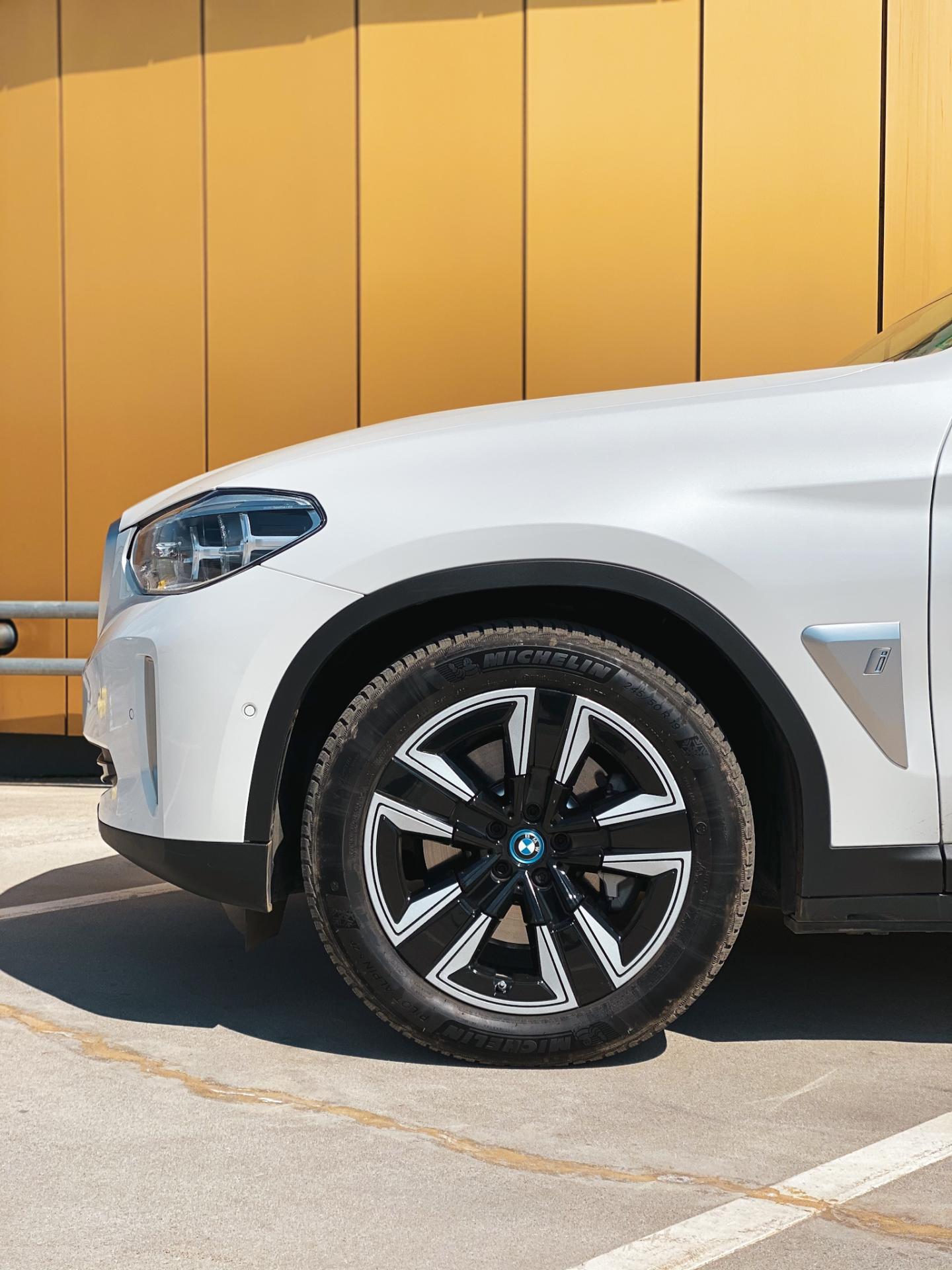BMW iX3 front wheels