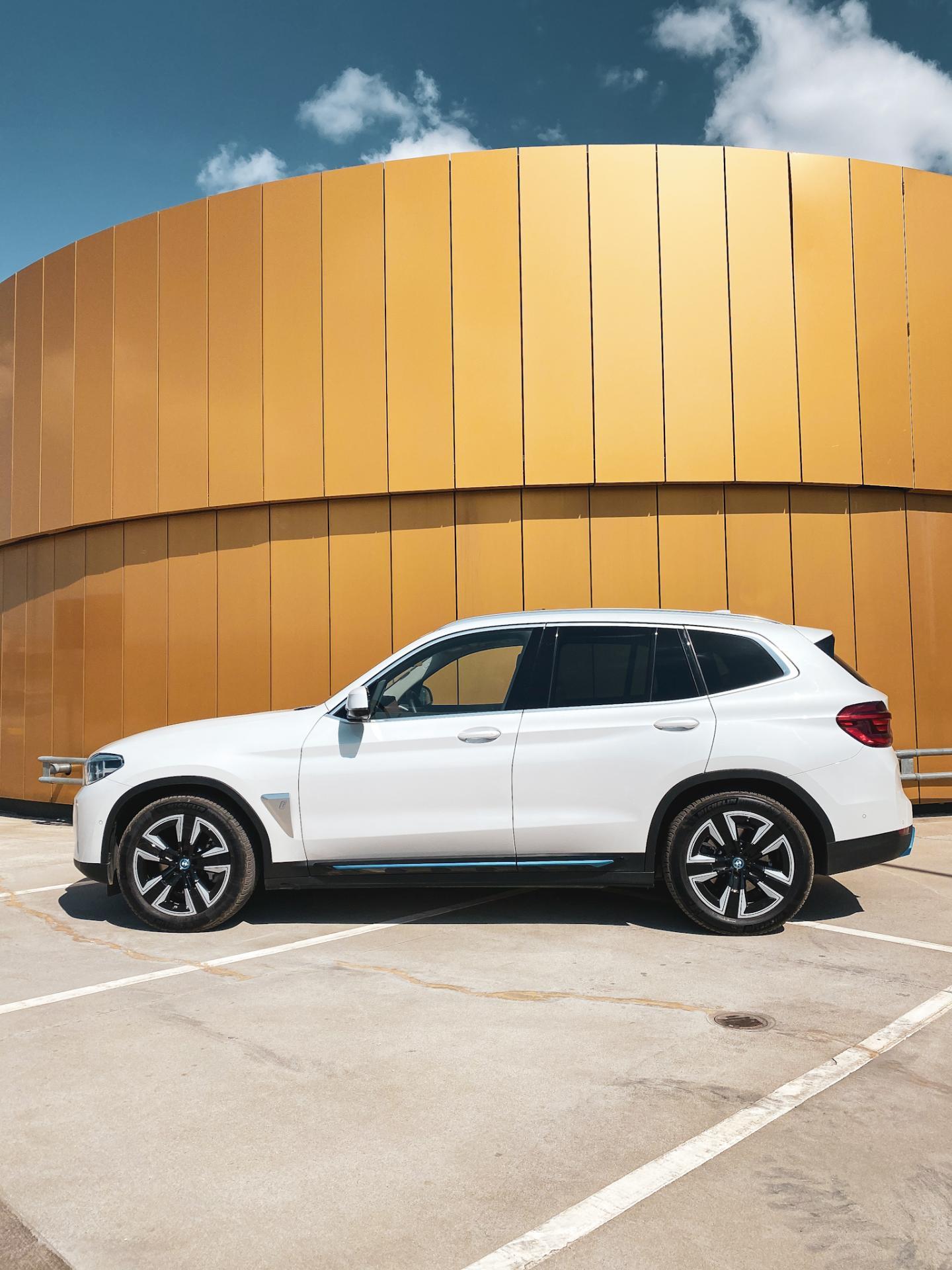BMW iX3 side