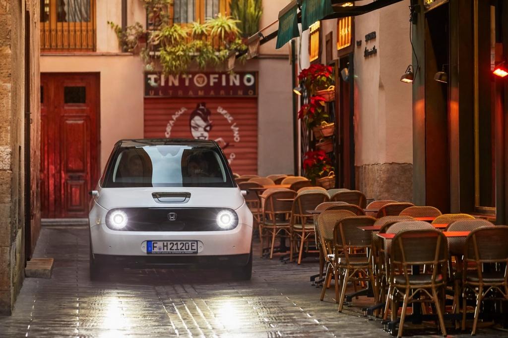 Изцяло електрическата Honda e пристигна в България!