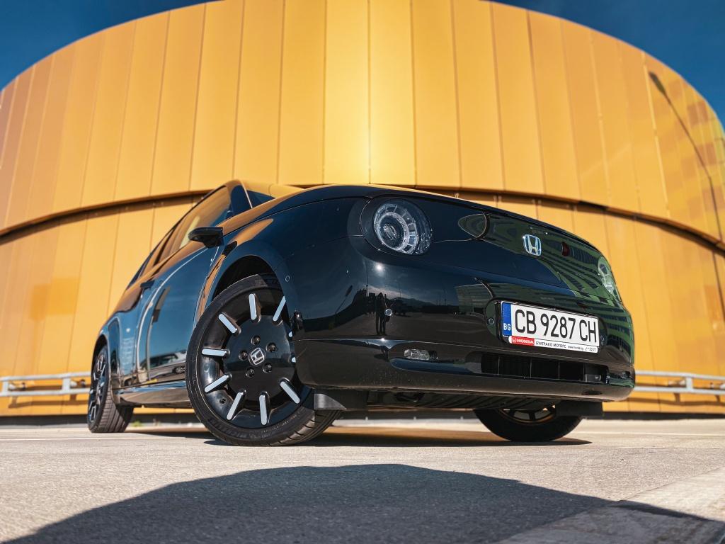 Honda e - най-яката електрическа кола за града | Ревю